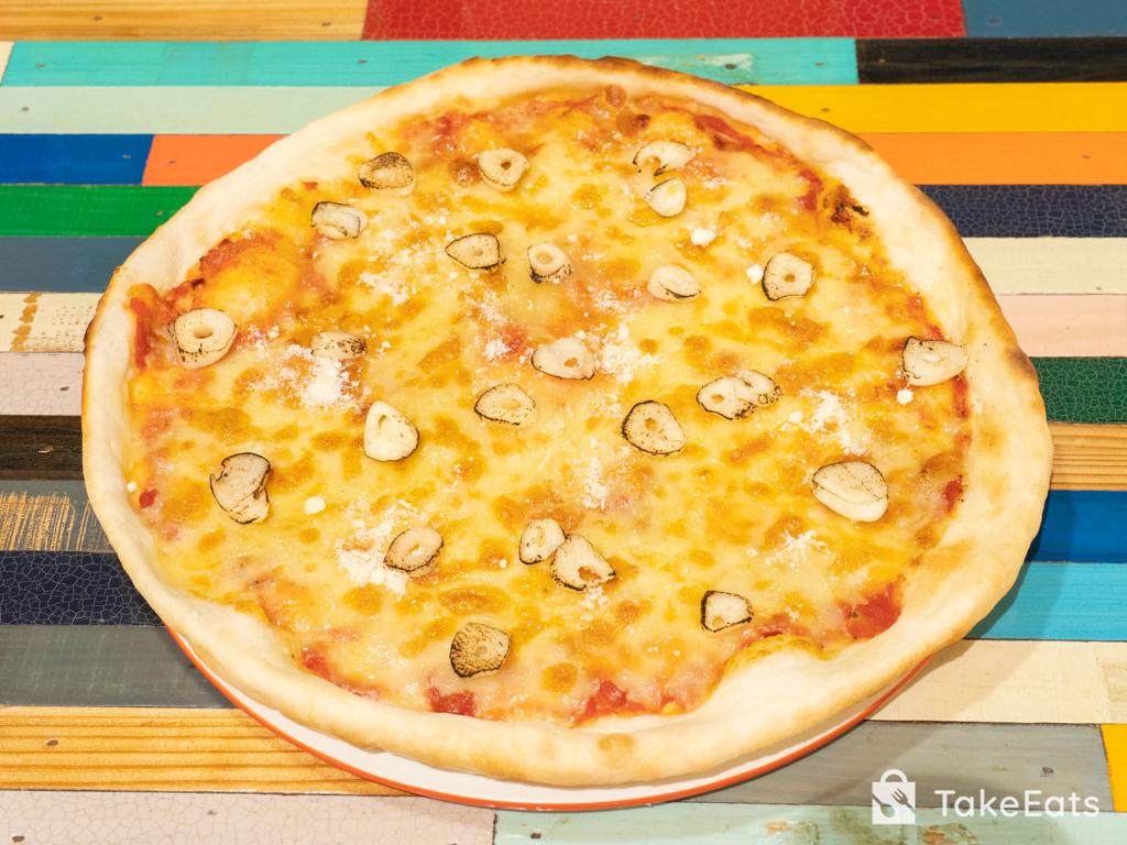 ニンニクたっぷりの香味ピザ