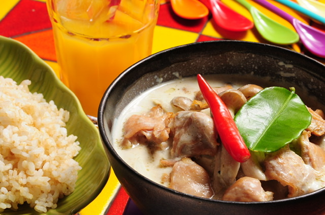 タイの屋台風グリーンカレー(鶏肉)